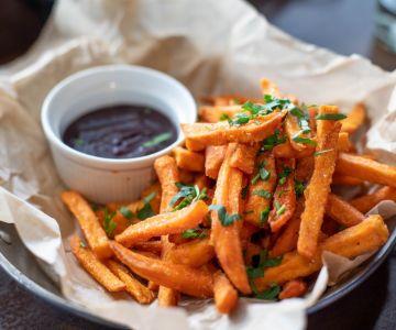 fries and sauce dip 1893555 1