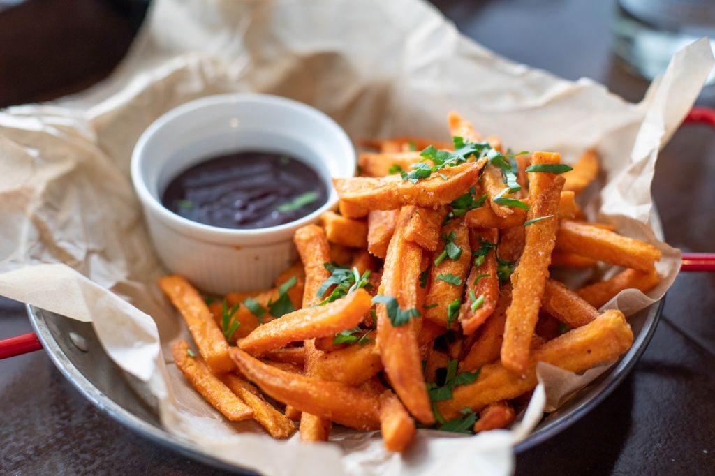 fries and sauce dip 1893555